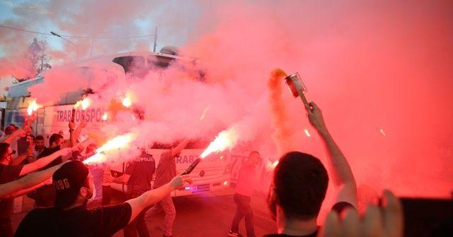 Trabzonspor'u, taraftarlar İstanbul'a uğurladı