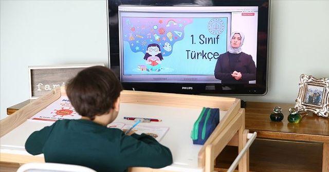 Türkiye koronavirüs salgınında ulusal çapta uzaktan eğitim veren 2 ülkeden biri oldu