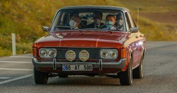 Cumhurbaşkanı Yardımcısı Fuat Oktay 1960 model klasik otomobil kullandı