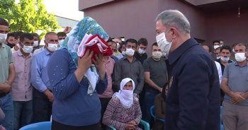 Milli Savunma Bakanı Akar'dan şehit işçilerin ailelerine taziye ziyareti