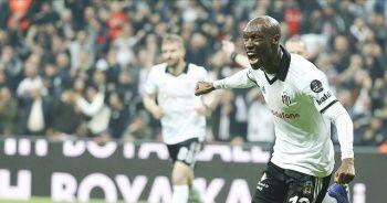 Rekortmen Atiba Hutchinson, Beşiktaş'ta ikinci 'dalya'ya hazırlanıyor