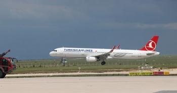 Sivas'a aylar sonra ilk uçak indi