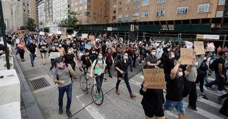 ABD'de protestoların Kovid-19'u yaymasından endişeleniliyor