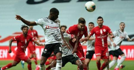 Beşiktaş evinde Antalyaspor'a 2-1 yenildi