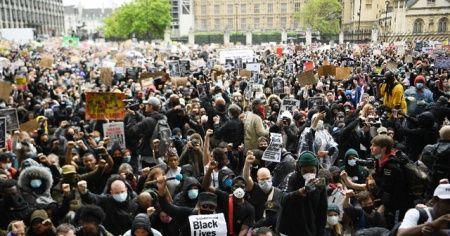 İngiltere'de binlerce kişi Floyd cinayetini protesto etti