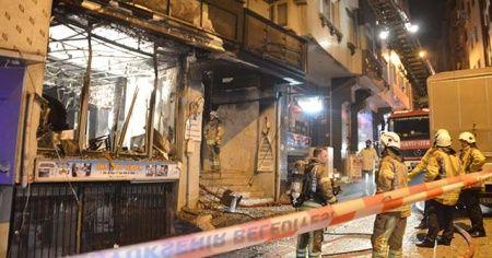 İstanbul'da 4 katlı binayı saran yangında 2 kişi mahsur kaldı