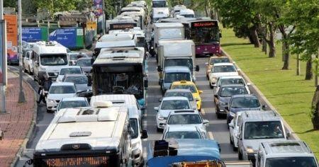 İstanbul'da normalleşmenin ilk günü trafik yoğunluğu ile başladı