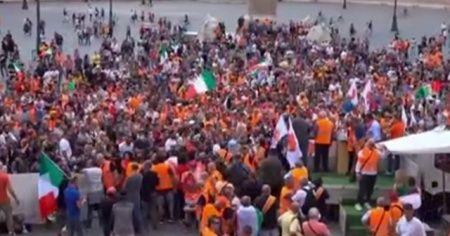 İtalya'da turuncu yeleklilerden hükümet karşıtı protesto