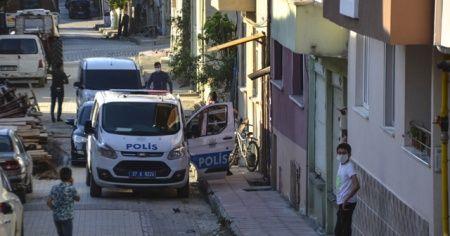 Kavgalı olduğu eşini vurup polise teslim oldu