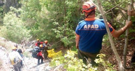 Kayalıklardan düşen dağcının cansız bedeni çıkarıldı