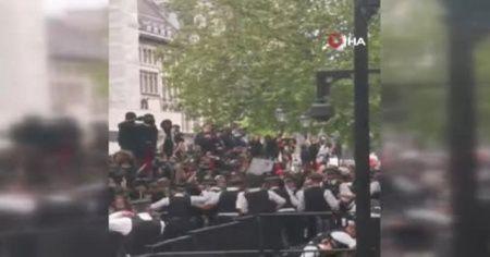 Londra'da Floyd protestolarında polis şiddeti