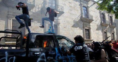 Meksikalılar, gözaltında ölen Lopez için sokaklara döküldü