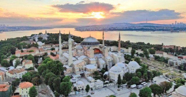 Ayasofya Camii'ne ilk cuma namazı akını