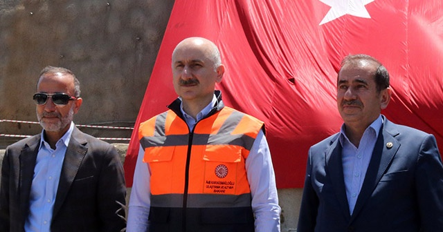 Bakan Karaismailoğlu İdris-İ Bitlis Feribotunda incelemelerde bulundu