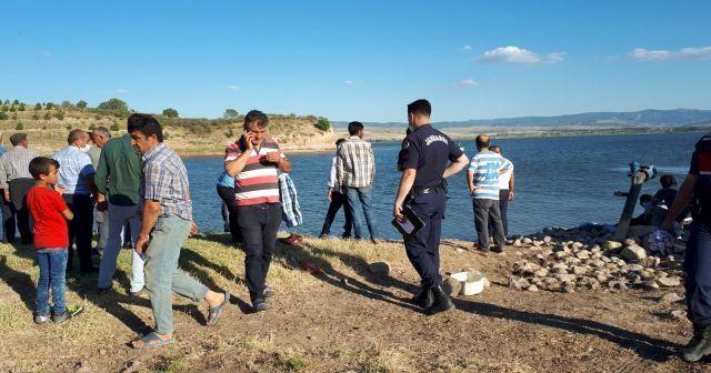 Çocuğu için göle atlayan baba boğuldu