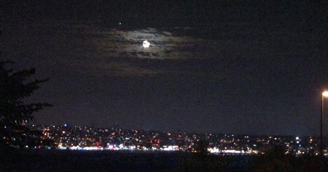 Dolunaylı İstanbul manzarası mest etti