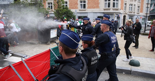 Fransa Cumhurbaşkanı Macron Brüksel'de protesto edildi