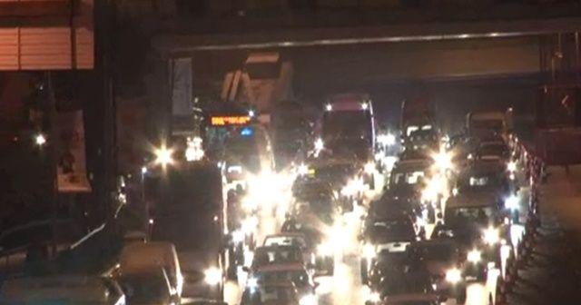 Haliç'teki çalışmalar akşam durdu, trafik yoğunluğu sürüyor