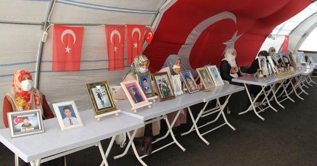 HDP önündeki ailelerin evlat nöbeti 327'nci gününde