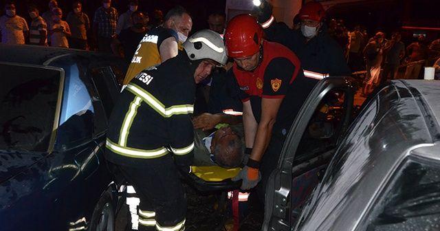 İki otomobil kafa kafaya çarpıştı: Yaralılar var