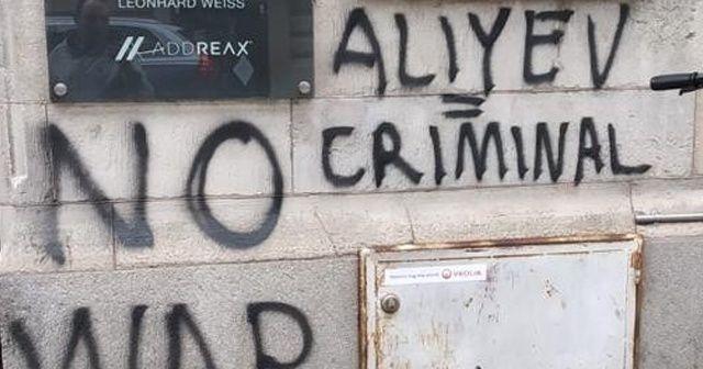 İsveç'te Azerbaycan Büyükelçiliği'ne ırkçı saldırı