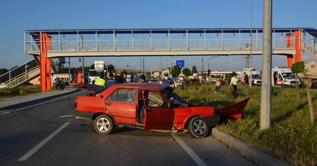 Kazada parçalanan aracın içerisindeki 2 kişi hayatını kaybetti