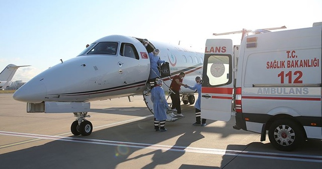 Kırgızistan'daki Kovid-19 hastası Türk vatandaşları ambulans uçakla yurda getirildi