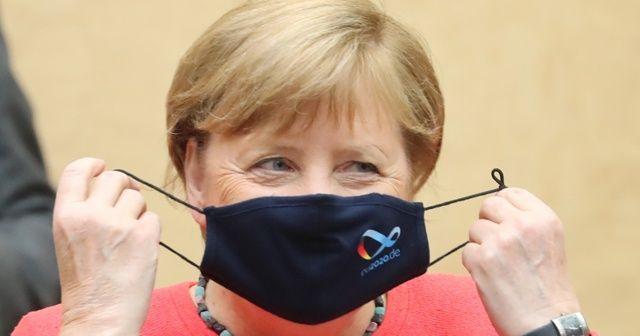 Merkel, eleştiriler üzerine ilk kez maskeli görüntülendi