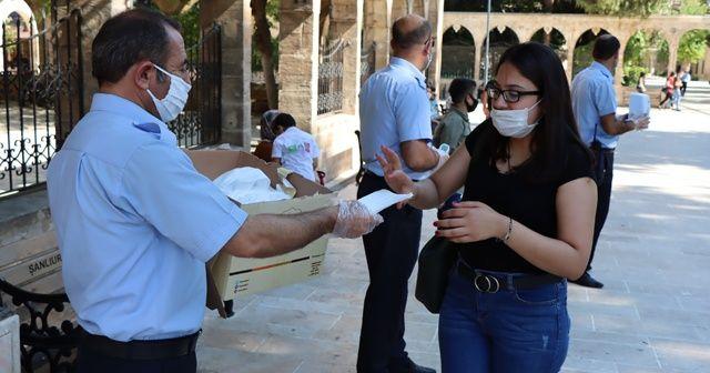 Şanlıurfa'da maske dağıtımı sürüyor