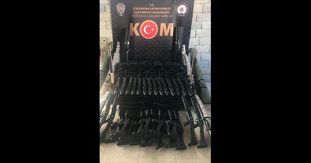 Yüksekova'da çok sayıda silah ele geçirildi