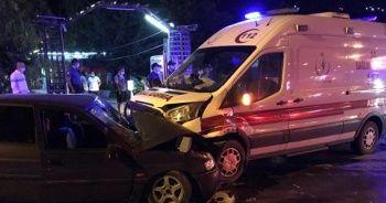 Ambulans ile otomobil çarpıştı: 1 ölü, 6 yaralı