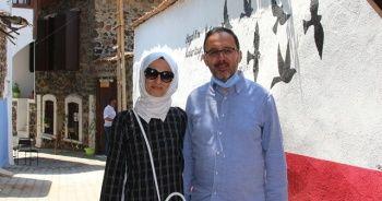 Bakan Kasapoğlu, memleketi Kula'da anılarını tazeledi
