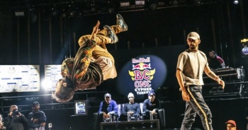 Breakdans dünyasını fetheden The Flying Steps'in dans serüveni