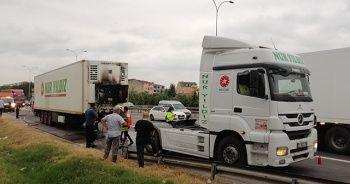Dondurma yüklü kamyonu yanmaktan sürücünün dikkati kurtardı