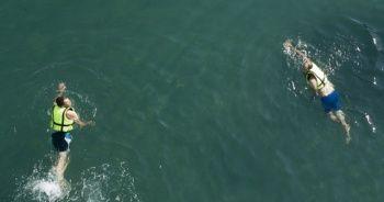 Van Gölü'nde yüzme keyfi