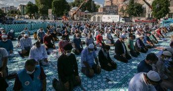 Vatandaşlar akın akın Ayasofya-i Kebir Cami-i Şerifi'ni ziyaret ediyor