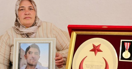 15 Temmuz şehidinin ailesi kahraman polisin anısını fotoğraflarıyla yaşatıyor