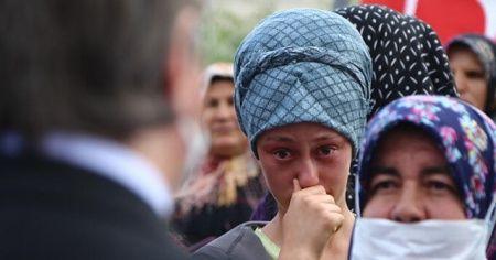 Aksaray Valisi Aydoğdu'nun 'okuyacaksın' sözü okulunu bırakmak zorunda kalan Ayşenur'u gözyaşlarına boğdu