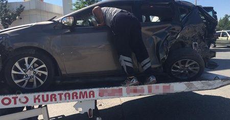 Ankara'da zincirleme kaza 4 sürücü birden yaralandı