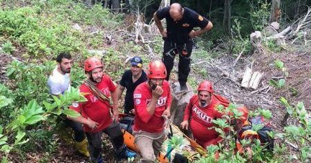 Artvin'de uçuruma düşen kişi kurtarıldı