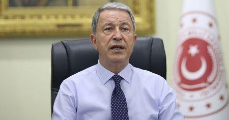 Bakan Akar: TSK'nın şanlı üniformasını hiçbir hainin taşımasına müsaade etmeyeceğiz