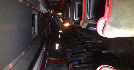 Bursa'da yolcu otobüsü devrildi, ölü ve yaralılar var