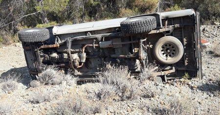 Datça'da kamyonet uçuruma devrildi