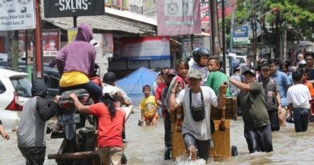 Endonezya'da sel felaketi: 15 ölü, 46 kayıp