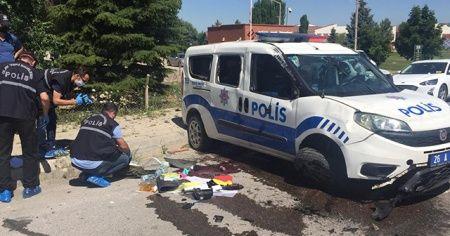 Görevden dönen polis memurları kaza yaptı