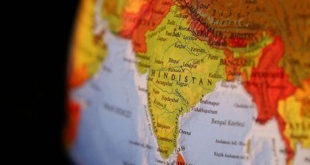 Hindistan'da yıldırım isabet eden 20 kişi öldü