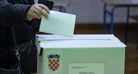 Hırvatistan'da seçmenler sandık başına gidecek