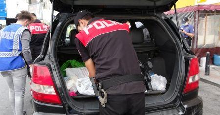 İstanbul'da 'Huzur Uygulaması'nda aracında çakar bulunan bir kişiye ceza kesildi