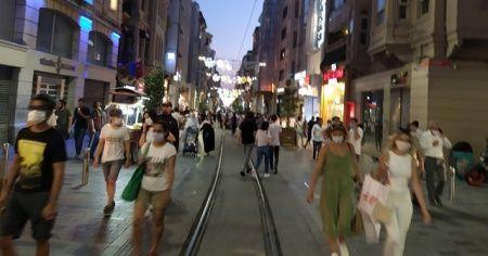 İstiklal Caddesi ve Taksim Meydanı'nda koronavirüs tedbirleri unutuldu