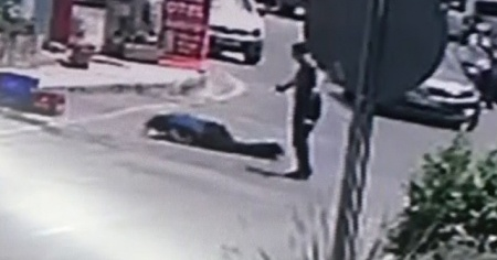 Kahraman polis saldırganı etkisiz hale getirdi